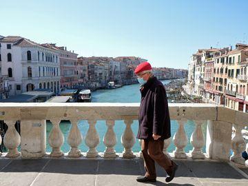 意大利新冠疫情確診數暴增,總理已下令全國封閉。15日單日新增死亡病例368例。
