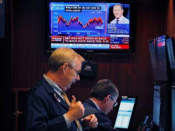 港股整體市況依然偏弱。巨星醫療一次性口罩順利投產,美國經濟增長或放緩,影響投資市場氣氛。美蘭空港近日股價向好,並在金融科技系統出現信號。(圖片:路透社)