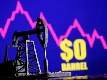 WTI 5 月原油期貨報-37.63美元/桶,曆史上首次收於負值。中國建材的盈警或會令投資者對板塊前景變得審慎。威高集團近日股價向好,並在金融科技系統出現信號。(圖片:路透社)