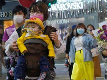 兒童戴口罩, 用手拉扯, 露出口鼻, 戴口罩方法, 一戴一露, 香港財經時報HKBT