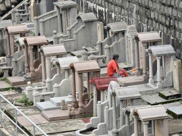 政府命令, 2013年, 安葬6個公眾墳場, 先人遺骸, 移走, 市民申請撿掘