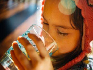 研究, 兒童, 飲水量不足, 男童比女童缺水, 飲夠水有助一心多用, 香港財經時報HKBT