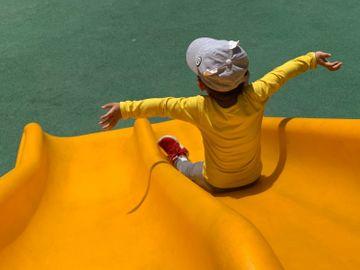 滑梯-家長-公園-小朋友玩遊戲-兒童遊戲-親子遊戲-香港財經時報HKBT