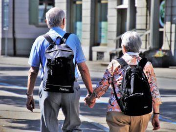 老伴辭世-寡婦-研究-中年孤獨損健康-寂寞會死-健康基因-香港財經時報HKBT