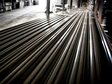 鞍鋼股份-舊經濟股-恒生指數-鋼鐵股-汽車下鄉-家電消費政策-鄧聲興-有聲有識-香港財經時報HKBT