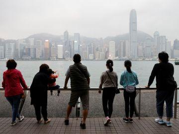 港股-港股收市-小米被列入黑名單-中國平安-九龍倉置業-a股-香港財經HKBT