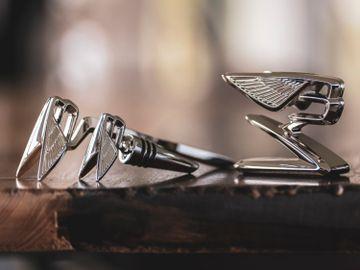 情人節禮物2021-Bentley Collection-賓利-Flying B徽章-瓶塞-紙鎮精品-香港財經時報HKBT