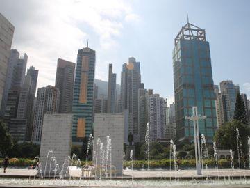 香港-資金流出-樓市-投資買樓-買股票-香港財經時報HKBT