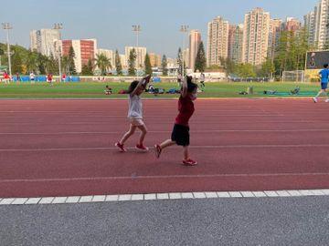 小朋友-精力旺盛-疫情-公園-運動場-跑步班-練體能-放電-香港財經時報HKBT