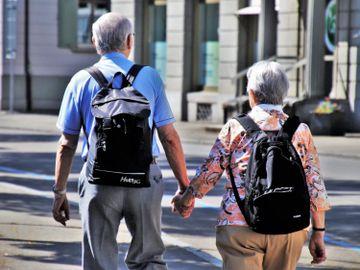 理財個案-退休夫婦-供完樓-300萬-定存-買樓收租-投資-追通脹-香港財經時報HKBT