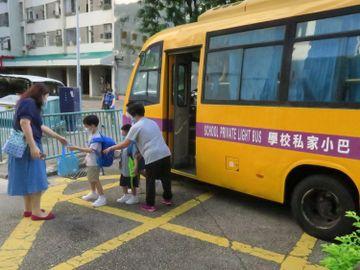 復課安排-林鄭--學校-幼稚園-小學-中學-半日面授課-社交距離措施-香港財經時報HKBT