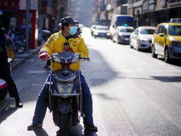 美團-王興-焚書坑-阿里巴巴-股價-急瀉-反壟斷-消費者權益-外賣騎手-香港財經時報HKBT