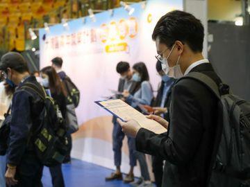 內地-城鎮非私營-員工-平均工資-人仔-香港人-內地公務員-香港財經時報HKBT