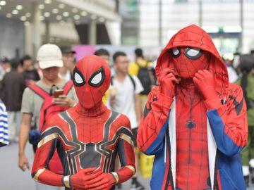 香港動漫電玩節2021-Cosplay-扮高達-戴口罩-入場-優惠-香港財經時報HKBT