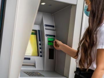 ATM-提款機-中概股-風險-騰訊-阿里巴巴-美團-香港財經時報HKBT