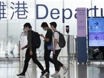 移民港人, 移民不移居, 在港賺錢, 其他國家身份, 香港財經時報HKBT