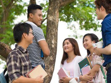 大學生人工, 八大畢業生平均月薪, 全港收入中位數, 熱門行業, 薪酬一覽, HKBT, 香港財經時報