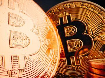 加密貨幣, 比特幣重上5萬美元, 摩通CEO指Bitcoin像愚人金, 美國銀行推加密貨幣服務, HKBT, 香港財經時報