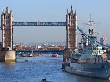 英國就業調查, 3成半移英港人已搵到工, 移民英國後最多人做3個行業, 香港財經時報