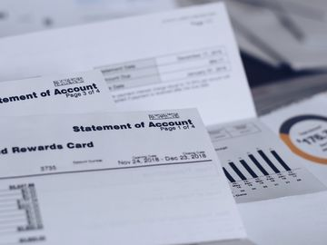 儲錢-查閱-銀行賬單-理財習慣-實現財務目標