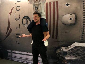 馬斯克(下)公布,SpaceX首名繞月旅行的乘客是前澤友作。